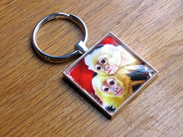 two-capuchin-monkeys-keychain-600